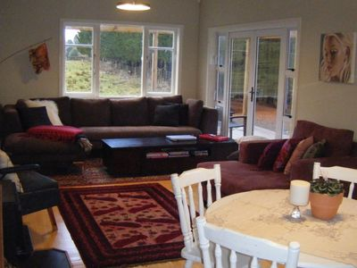 Photo for Cosy cottage w modern facilities on 10 acres farm