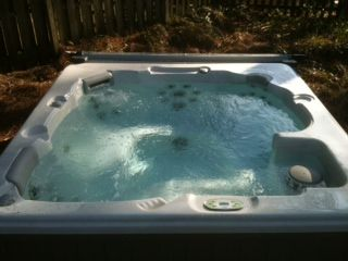 *NEW* Relax in your own private hot tub - seats up to 6!
