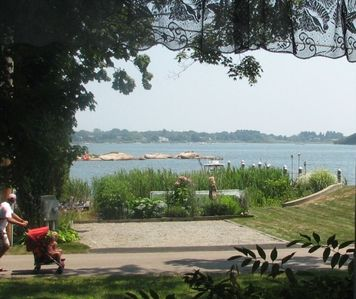 Charming Beach Cottage W/Glorious View of Quonochontaug Pond
