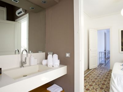 Photo for Apartment 15 m from the center of Barcelona with Lift, Internet, Air conditioning (992232)