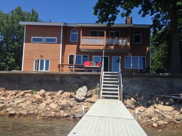 Stunning lake house: You can't get any closer to Lake Champlain!