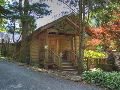 Willow Wood Cabin-4 BR Cabin w/HOT TUB, Wi-Fi, Pet Friendly with FEE, Close to Town!! (Limited Pa...