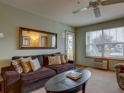 Photo for Lodge #15 downtown Hood River Oregon, A/C, River View - Walk to everything!