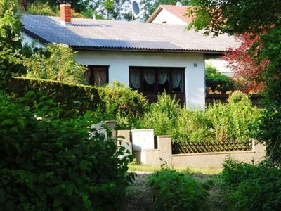 Photo for Quiet bungalow with fabulous garden just 35 minutes from Vienna