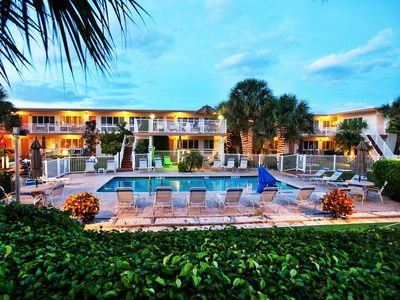 Photo for NEW LISTING! Tropical sensation w/ kitchen, shared pool, grills - walk to beach