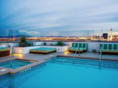 Beautiful 2BR 2BATH condo with amazing views. Right in the heart of downtown LV!