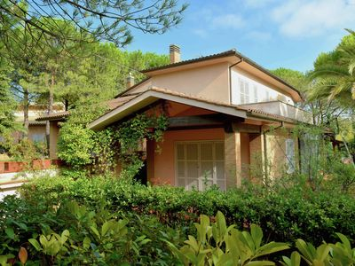 Photo for Villa with private swimming pool and garden close to  the Adriatic Coast