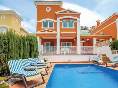 Photo for Comfortable villa w/ raised terrace and pool 1km from resort town