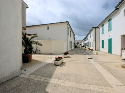 Photo for Apartment on ground floor with court yard and private parking in Saint-Martin-de-Ré
