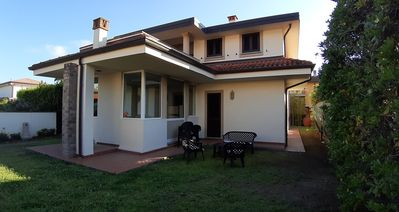 Photo for Detached house with garden 800 meters from the beach