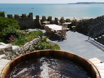 Spectacular Georgian Town House In Tenby. Fabulous Views, Hot Tub, Beach Access