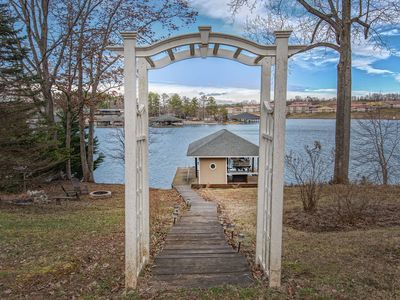 Photo for Waterfront, wifi, flatscreen TV at dock, firepit