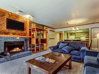 Photo for Family-friendly condo w/ shared pool/hot tub, walking distance from Town Lift