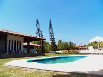 House with pool, 4km from the beach, large terrace and 03 Large Suites w / Air and Wifi