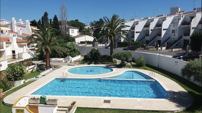 Photo for Nice apartment for 4 people between sea and hills. Swimming pool.