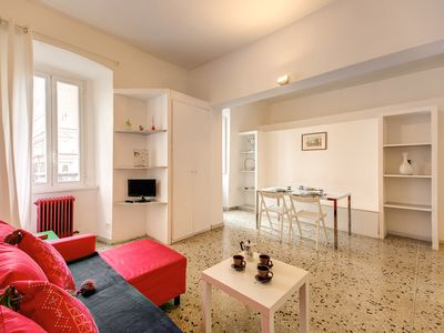 Photo for Bright apartment at Via dei Cappellari at walking distance from all tourist attractions.