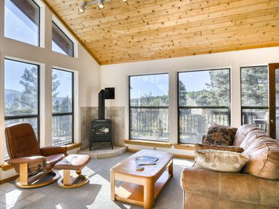 Photo for Beautiful townhome w/ deck & gas fireplace - close to country club & skiing!
