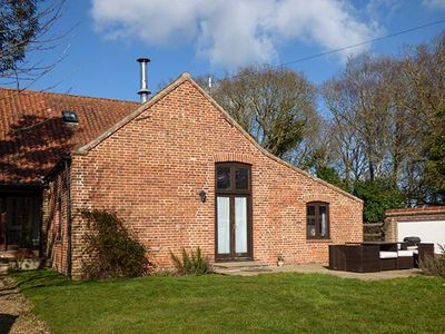Photo for SHIRE HORSE BARN, pet friendly, with open fire in Aylsham, Ref 917192
