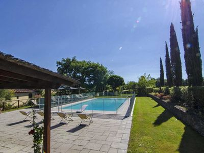 Photo for Charming villa (sleep 17) with garden and pool in Tuscany