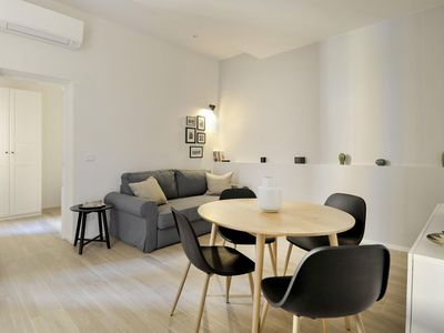 Photo for Artieri apartment in Bologna with WiFi, integrated air conditioning & lift.