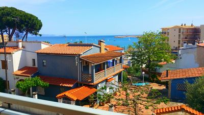 Photo for MORITO BEACH Apartment with sea view, 100 meters from the beach + private parking.