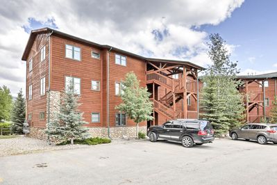 Enjoy the central location 2 blocks from both lakes and downtown Grand Lake.