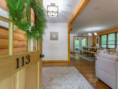 Photo for Beautiful Modern Lodge 6 BR 4 BA Completly Remodeled Hot Tub Pool Table