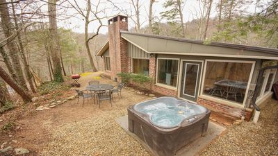 Photo for Charming updated cabin, close to Downtown Gatlinburg