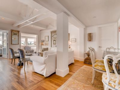 Photo for Stunning Penthouse Apartment in Prime location on Palm Beach, Palm Beach Apartment 1853