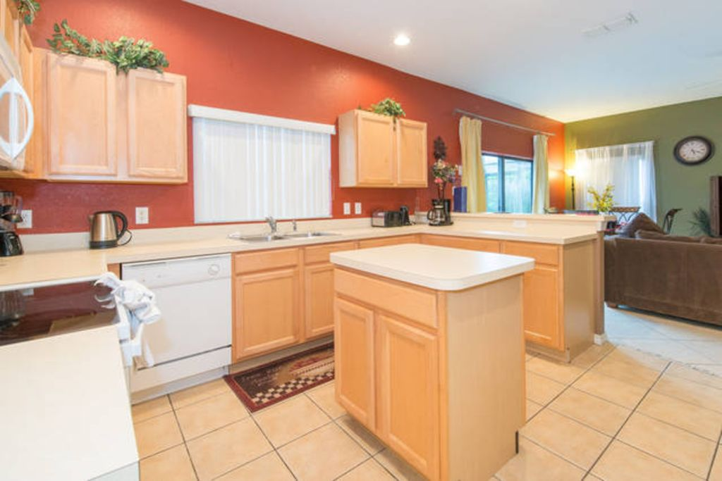 Stunning 6 bedroom house only 6 miles from ... - VRBO