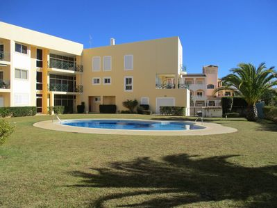 2 bedroom apartment, which caters for both 2 couples and 4 singles, is perfect for your stay in Vilamoura