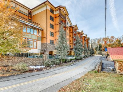 Photo for Charming downtown condo w/ balcony & shared pool, hot tub & fitness room!