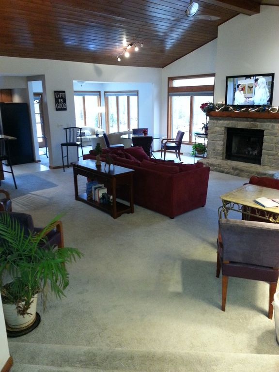 cabins place luxury rental ohio optimized columbus log coshocton reservations crest lodge dsc cabin your near