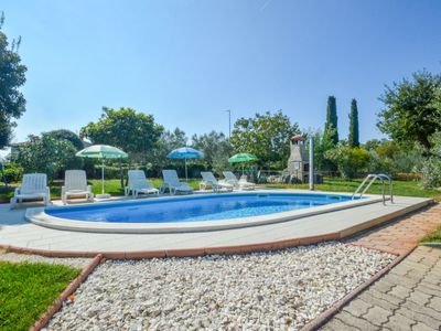 Photo for Vacation home Crvena kuća in Pula/Duga uvala - 8 persons, 3 bedrooms