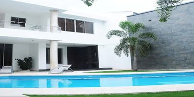 Photo for Espectacular casa con piscina en el mejor sector de Cali
