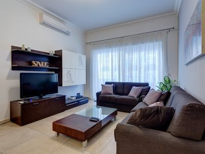 Photo for Gorgeous Apartment with Terrace in Fort Cambridge, Pool