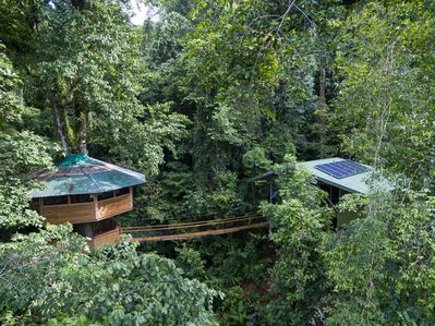 El Castillo Mastate is comprised of two pods - a treehouse pod and a modern pod