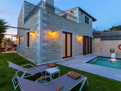 Photo for Sumptuous stone villa with panoramic views - disCrete Villa Sokaki