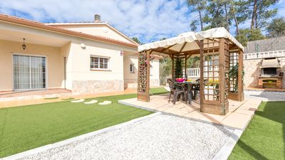 Photo for Villa in quiet residential area with private pool