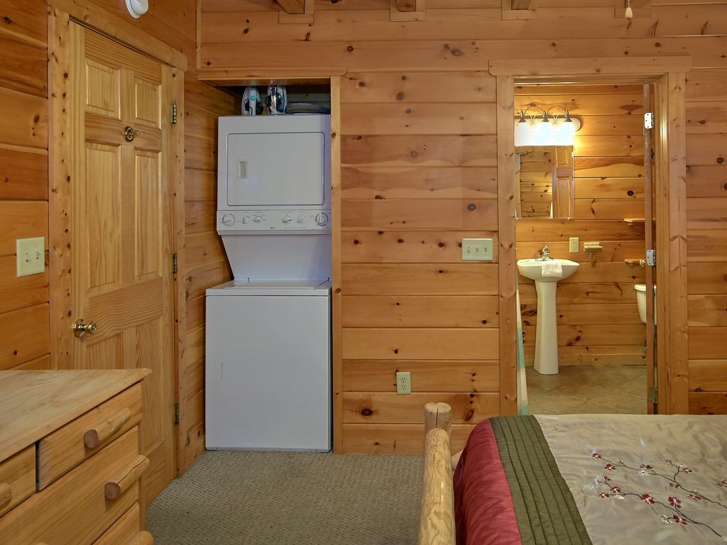 Property Image#14 Smoky Mountain Views 1BR/2BA Cabin Close Proximity To Pigeon  Forge