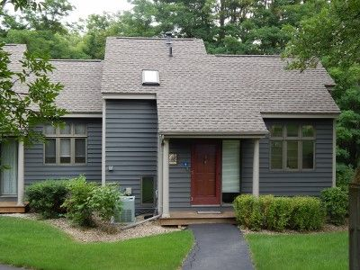 Photo for Townhome located near amenities.