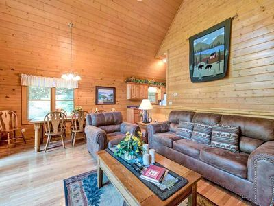 True mountain-cabin style - The warm wood finishes, earthy (and so comfortable!) furnishings, and traditional decor are just what you want in a mountain getaway.