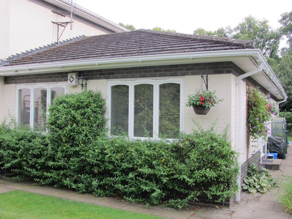 Virginia Water Holiday Apartment: Luxury Garden Apartment, Close to ...