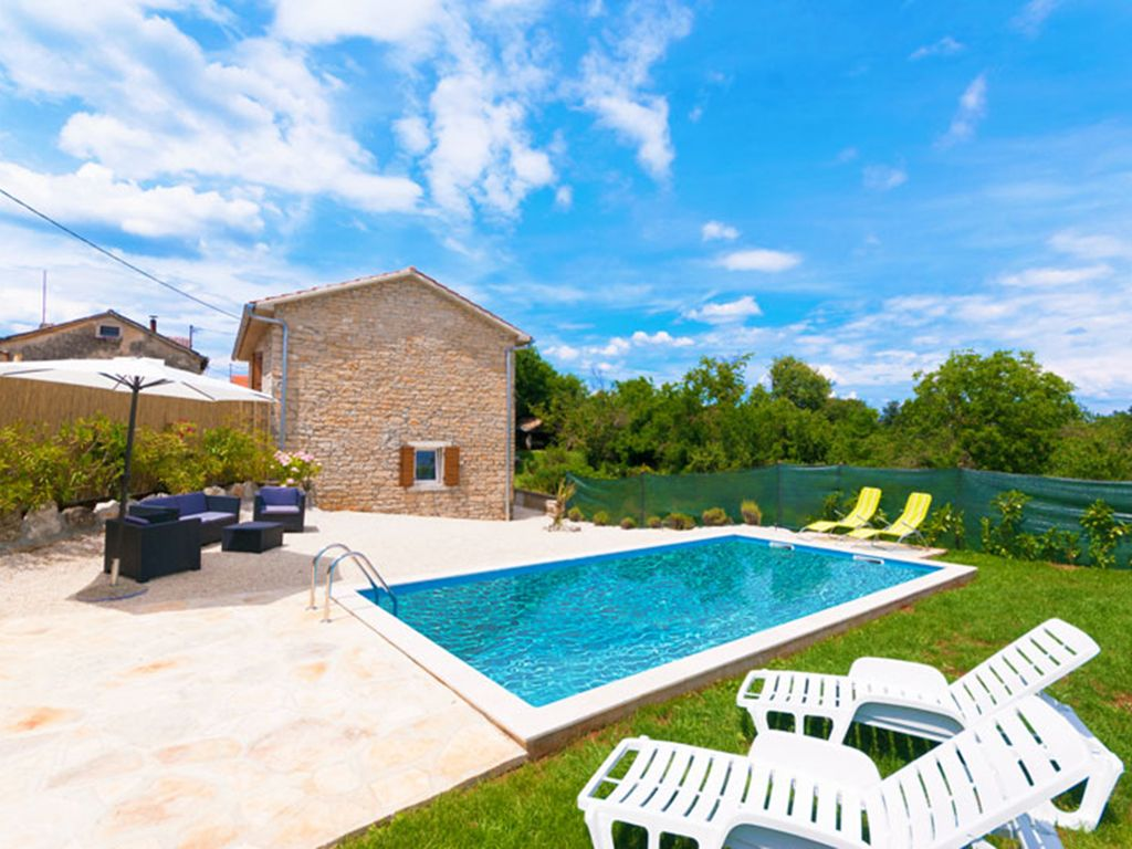 Pazin Villa Rental   Villa Stefani, A Private Fenced Garden With A Pool  Surrounded With