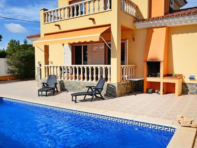 Photo for Wonderful private villa for 8 guests with private pool, hot tub, WIFI, A/C, TV and parking