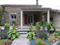 A charming and peaceful place to stay that is well located to visit beaches, towns and vineyards