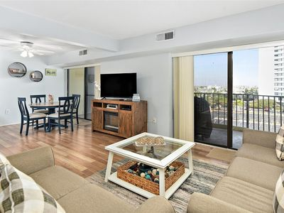 Great 2 Bedroom Ocean View Condo with Outdoor Pool & Gym!