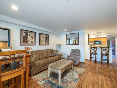 Grandview River View 621! Luxury Waterfront condo, sleeps up to 6!
