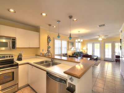 Photo for Walking distance to the best bars, restaurants and galleries. Community pool