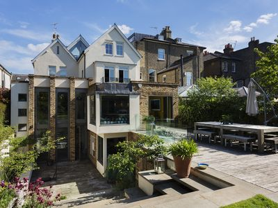 Photo for Stylish family home, perfect for big groups, located in leafy Wandsworth (Veeve)